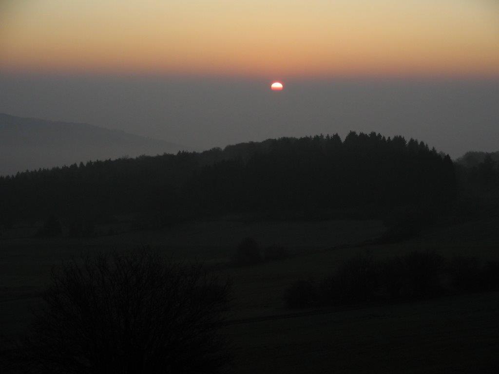 Die Sonne geht auf über der Rhön