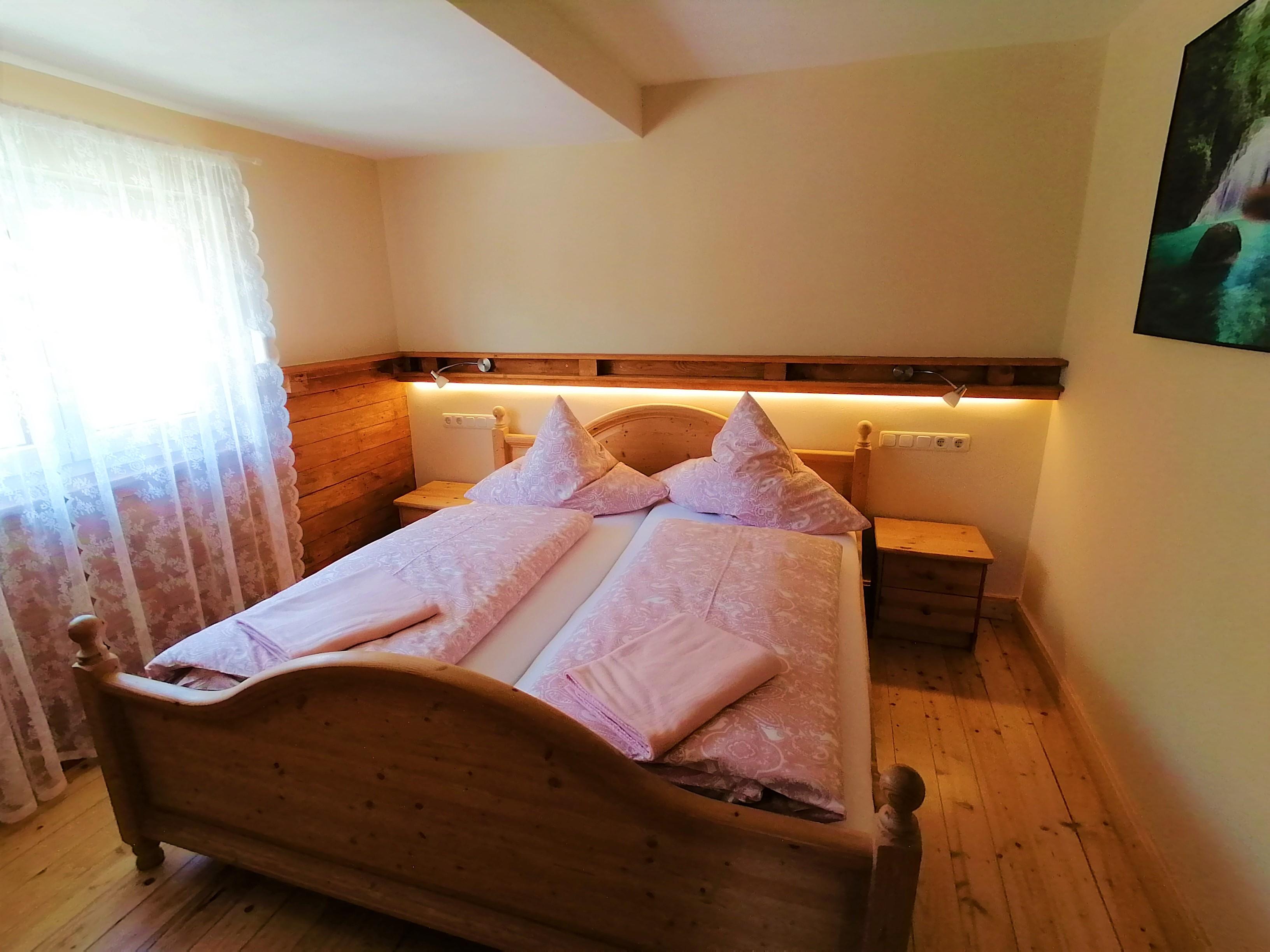 Schlafzimmer mit Holzoptik